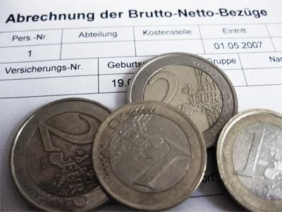Gehaltsabrechnung mit Euro-Münzen